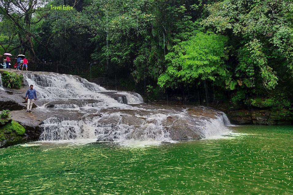 Falls at Nohwet living root bridge at Mawlynnong