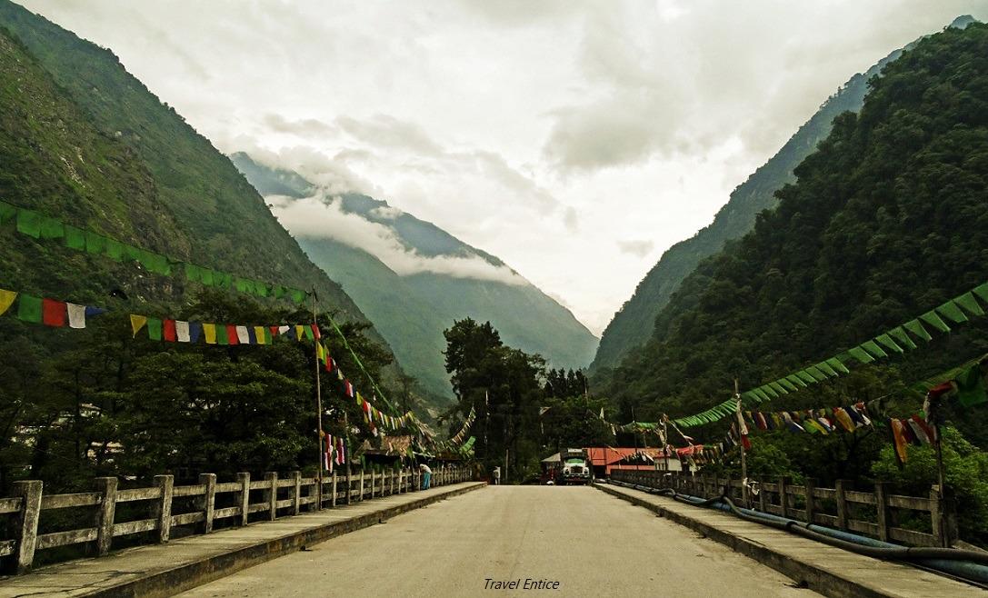 On the way to Gurudongmar Lake - Chuntham