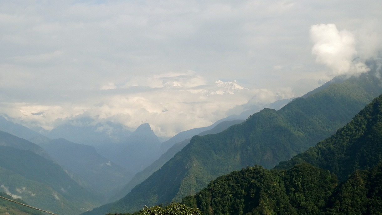 Singhik Guest House - Cloudy view of Kanchanjungha