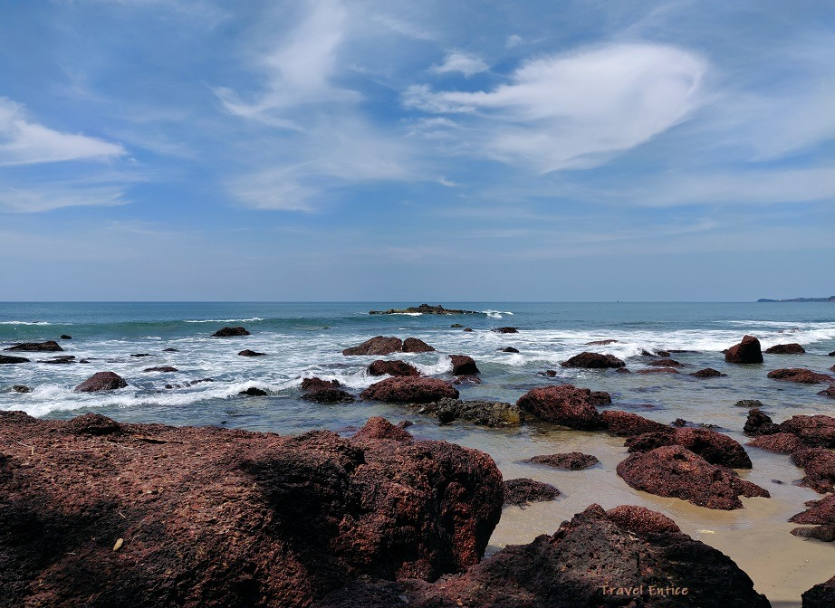 Magnificent Kalacha Beach in Goa - Confluence of rock sea and cloud