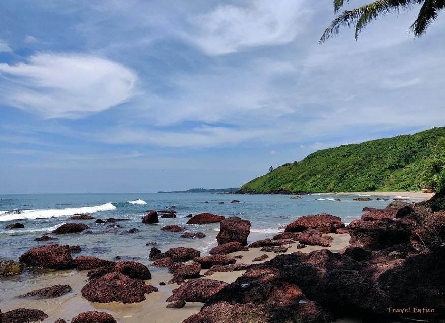 Magnificent Kalacha Beach in Goa - Rocky entrance