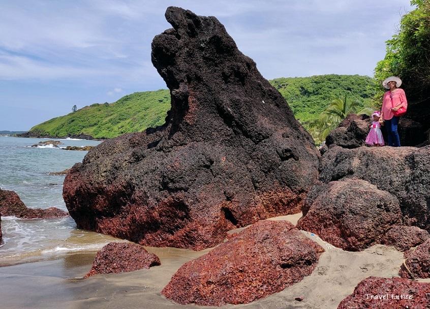 Magnificent Kalacha Beach in Goa - on the rock
