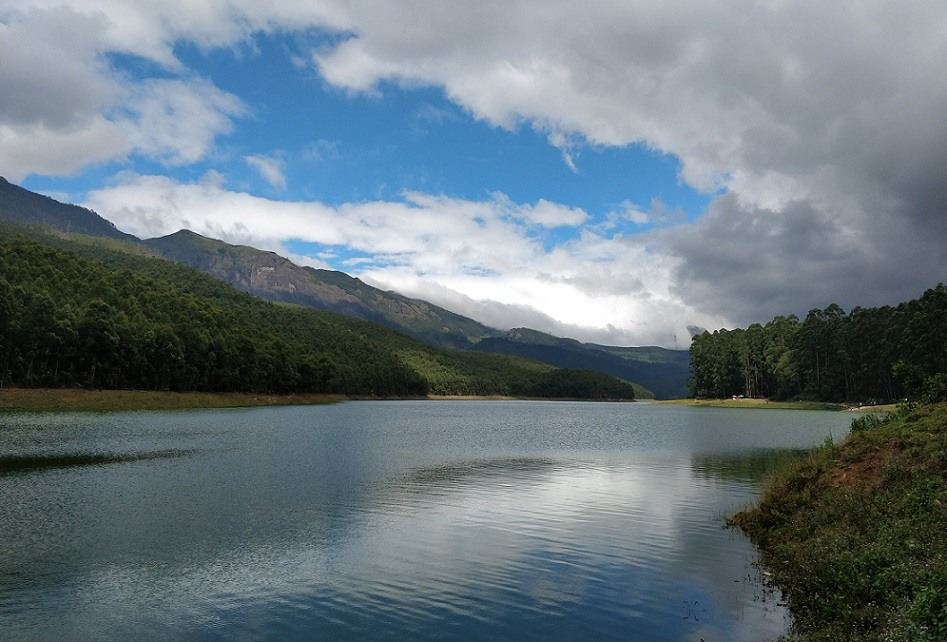 Munnar Tourist Places - 12 Best Places to Visit in Munnar Hill Station India - Kundala lake.