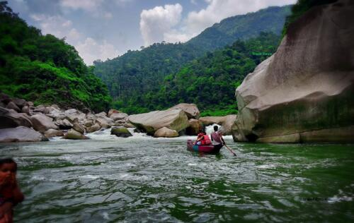 Dawki in Meghalaya: In front of the streamy river falls at Shnonpdeng.