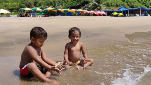 Magnificent Kalacha Beach in Goa - Delighted babies