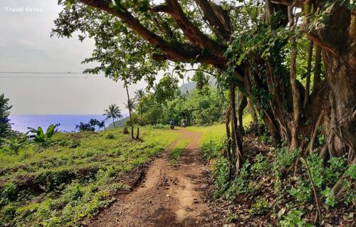 Unexplored Kakolem Beach in Goa: At the edge of the hill