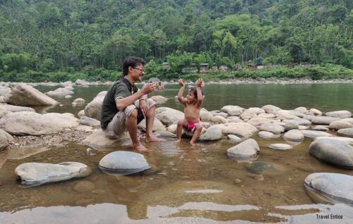 Dawki in Meghalaya: Baby's lunchtime